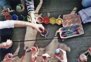 Kreative Beschäftigungen bei der Nachmittagsbetreuung